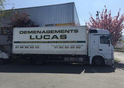 Garde-meubles dépot camion déménagement maritime - site : https://lucas-outre-mer.fr