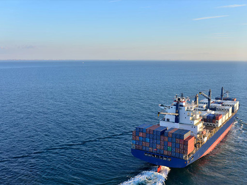 Transport de fret Cargo déménagement maritime - site : https://lucas-outre-mer.fr